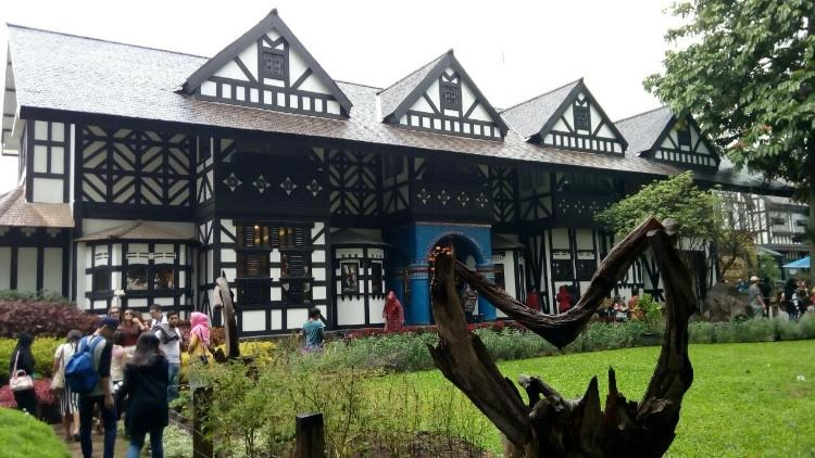 Menikmati Suasana Eropa Di Farm House Susu Lembang Destinasi Bandung