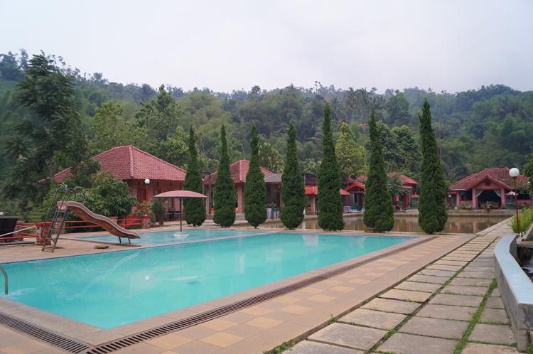 Pondok wisata aki dan enin / Destinasi Bandung