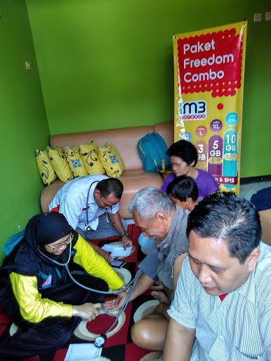 Mobil klinik Indosat Ooredo