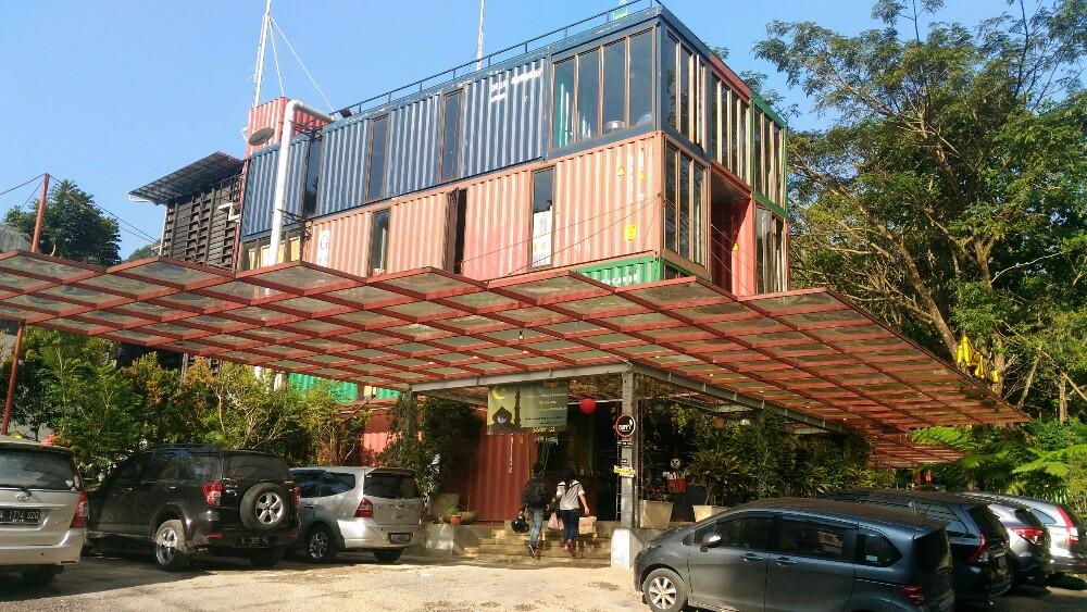 Bird & Bromelia Pavilion / Destinasi Bandung