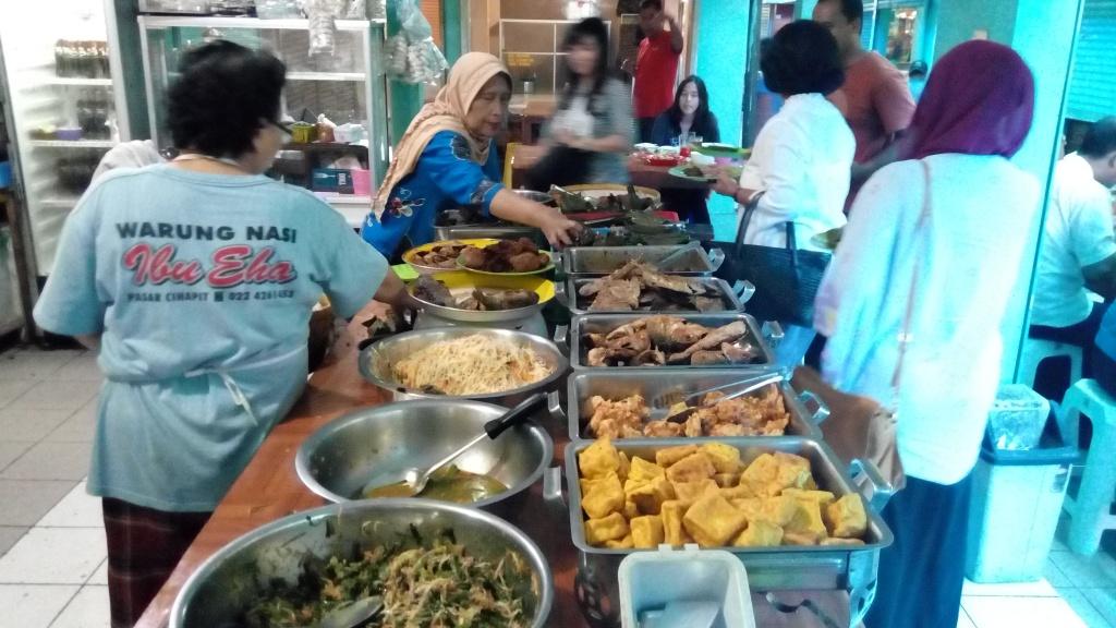 Warung Nasi Bu Eha / Destinasi Bandung