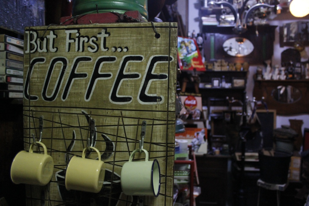 Pasar antik Cikapundung  / Destinasi Bandung