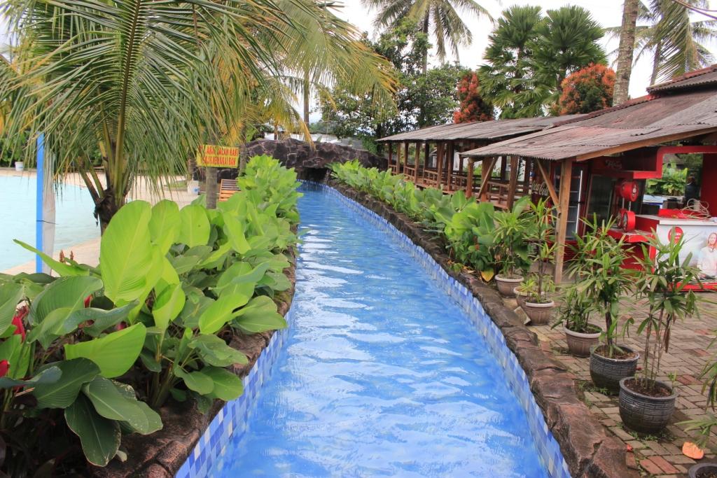 Waterpark Kampung Batu / Destinasi Bandung