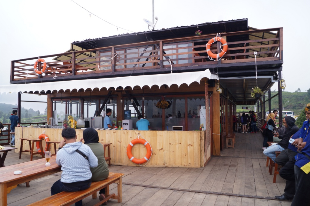 Glamping lakeside / Destinasi Bandung