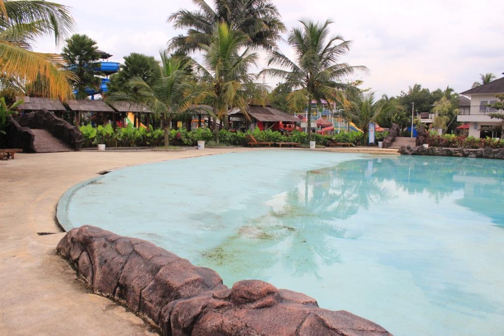 Nikmati Promo Akhir Tahun Di Water Park Kampung Batu