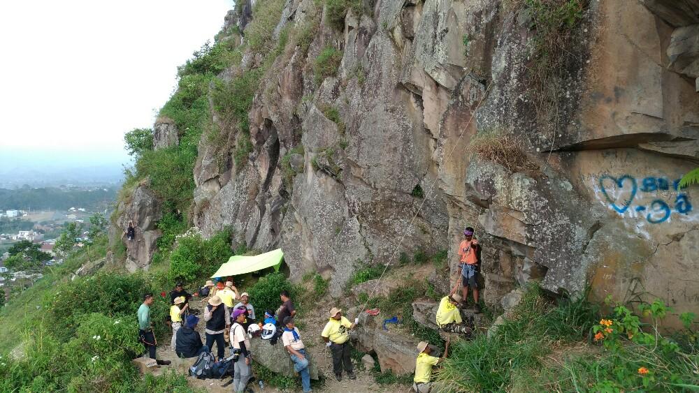 Hasil gambar untuk gunung batu lembang